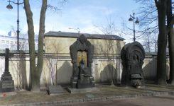 チフヴィン墓地とラザレフ墓地